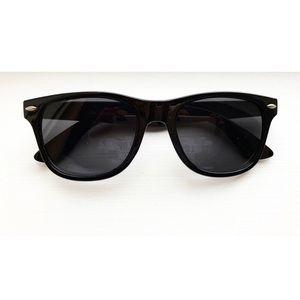 Classic black unisex Ray Ban wayfarer sunglasses